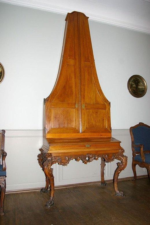 Pyramidenflugel upright piano