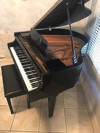 Yamaha Petite Baby Grand Piano