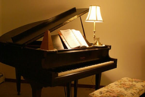 Guide to buying a baby grand piano euro pianos for How much space does a baby grand piano need