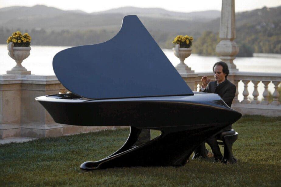 Bogany BatPiano extraordinary piano