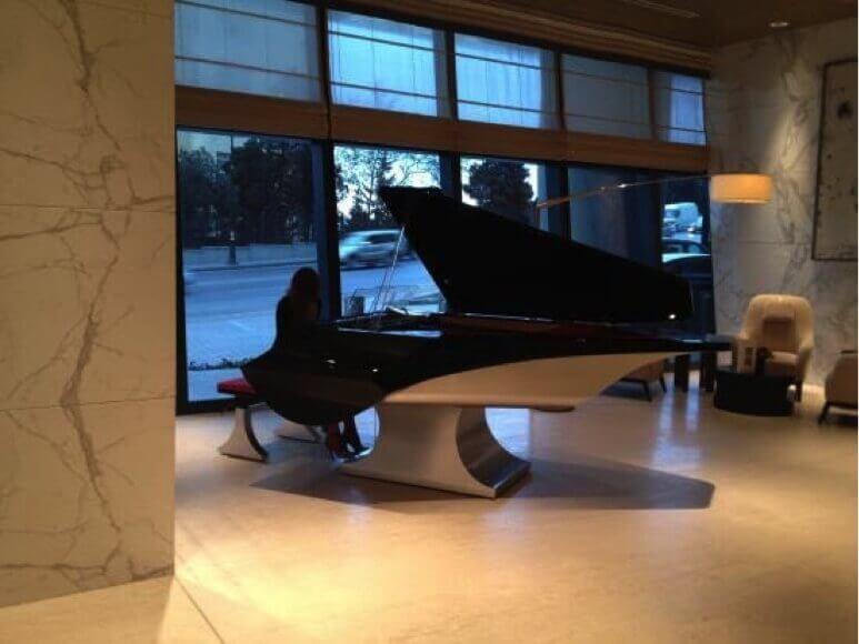 Nur Cocktail Lounge piano