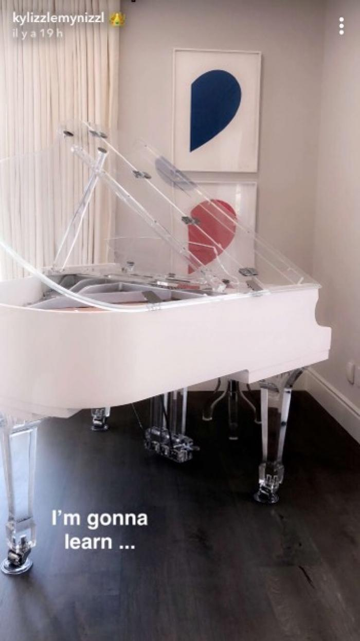 kylie jenner piano