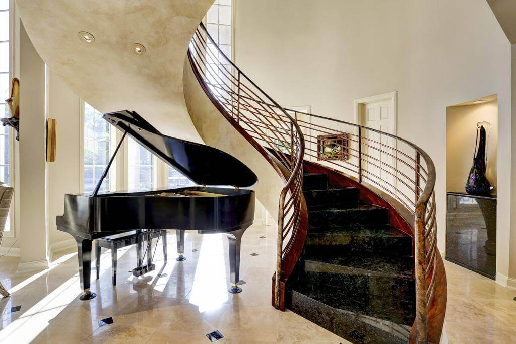 Piano under the stairs_4