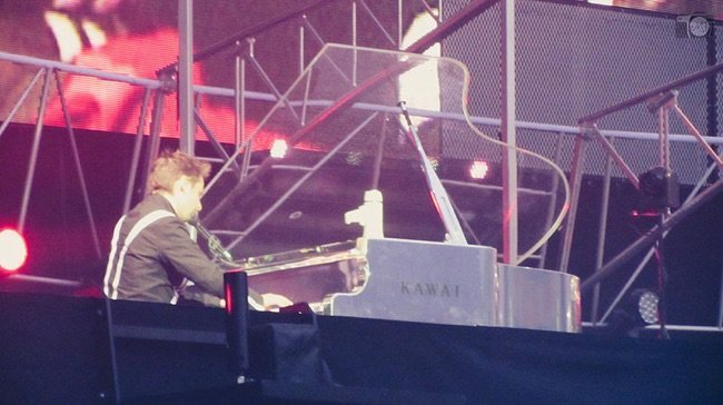 What's that Acrylic Grand Piano that Muse Uses?